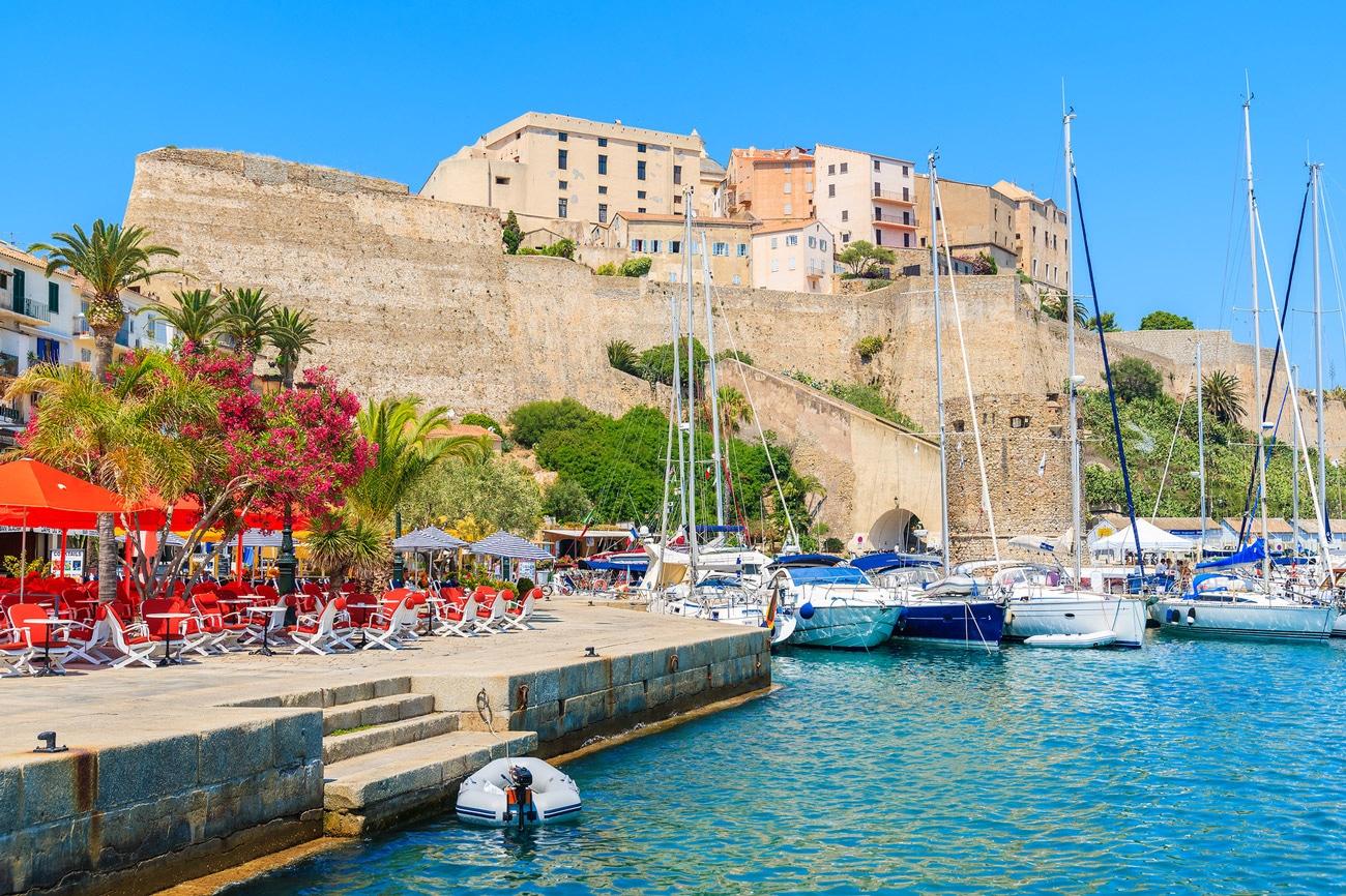 Visiter la Corse, la Balagne et Calvi en vacances au camping