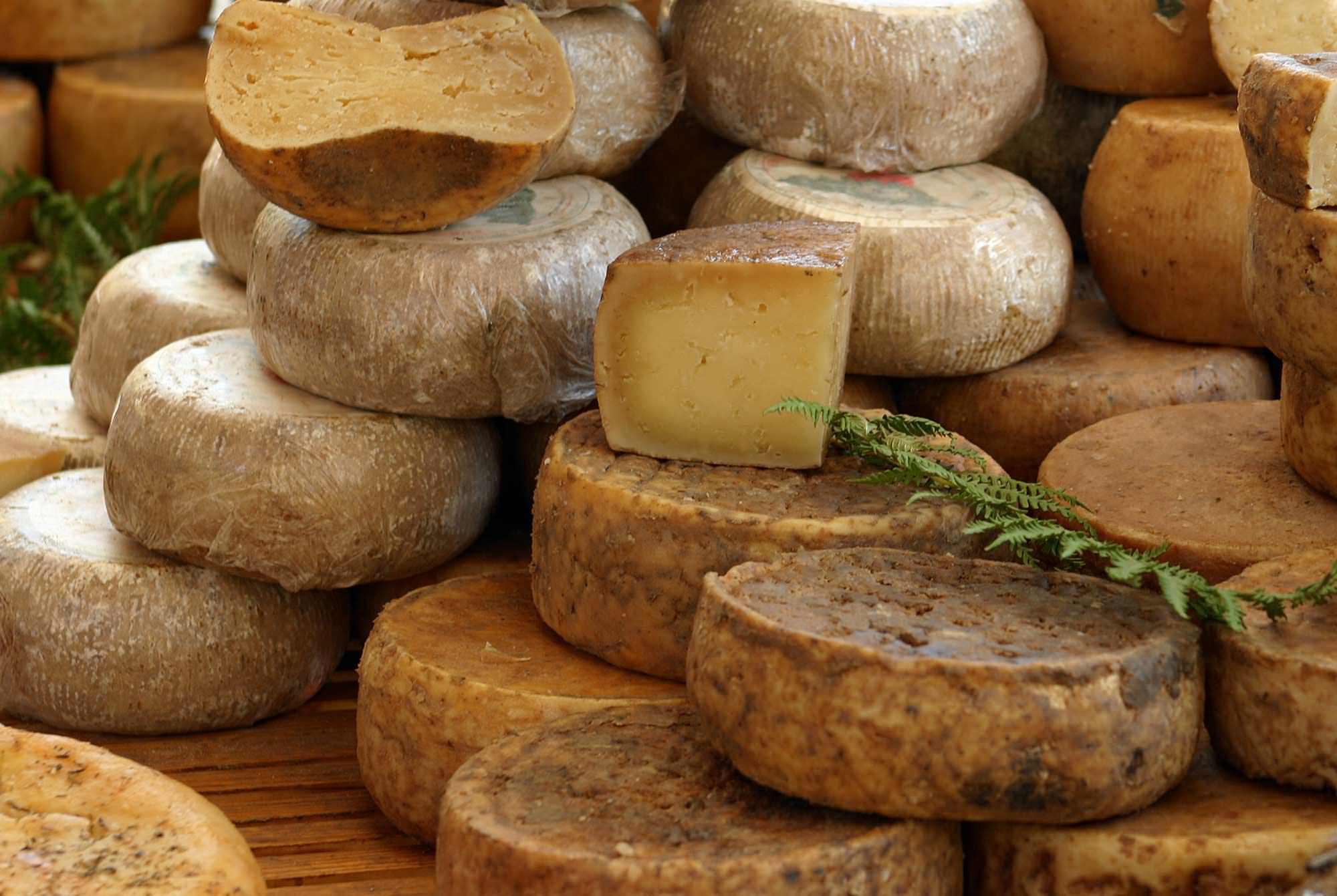 fromage de ch vre ou fromage de brebis venez les d couvrir. Black Bedroom Furniture Sets. Home Design Ideas
